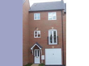 EasyRoommate UK - Room to rent in Kettering professional share - Kettering, Kettering - £370 pcm