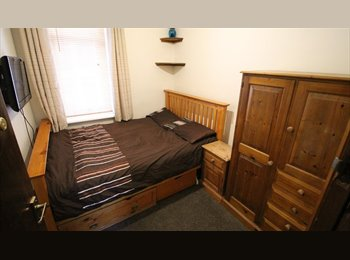 Double Bedroom in Luxury GF Apartment, ORP, Garden