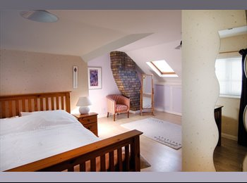 EasyRoommate UK - Large Loft conversion with own shower and toilet. - Keynsham, Bristol - £500 pcm