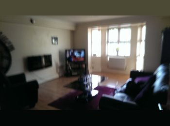 EasyRoommate UK - Large double room - 2 mins from train station - Gravesend, Gravesend - £490 pcm