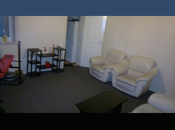 EasyRoommate UK - single room 120 pcm available now double 150 pcm - Stoke, Coventry - £150 pcm
