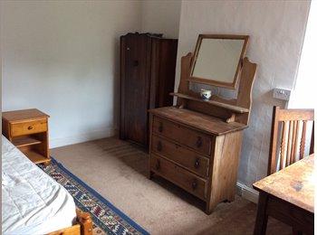 EasyRoommate UK - Comfy Room in Bearwood Shared House - Birmingham, Birmingham - £270 pcm