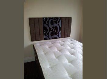 EasyRoommate UK - Edgbaston Double loft  room  All Bills Included - Edgbaston, Birmingham - £390 pcm