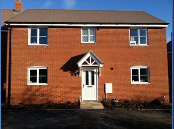 EasyRoommate UK - Large double bedroom in Aylesbury utilities inc. - Aylesbury, Aylesbury - £475 pcm