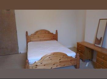 EasyRoommate UK - Large Double Room Available - Holdenhurst, Bournemouth - £520 pcm