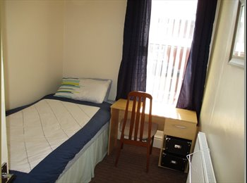 EasyRoommate UK - Double bed in big single room Workers only £67 pw - Blackpool, Blackpool - £290 pcm