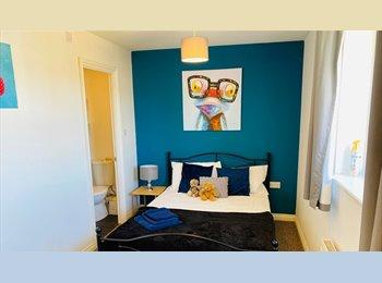 EasyRoommate UK - Hampton-Double Room and Single Room W/ Ensuite! - Hampton, Peterborough - £349 pcm