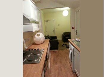 2 Double & 1 Single Bedroom in Beeston