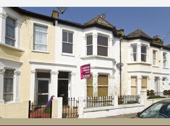 EasyRoommate UK - Single room, Queen bed £650pm + £100 bills Fulham - Fulham, London - £650 pcm