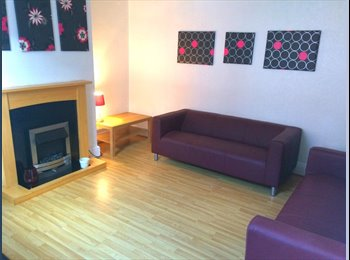 ROOM IN SHARED STUDENT HOUSE - NO SUMMER RENT !!!