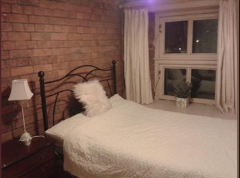 EasyRoommate UK - Furnished double room & parking in central Exeter - Exeter, Exeter - £500 pcm