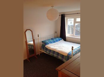 Double room available in lovely area of Bath