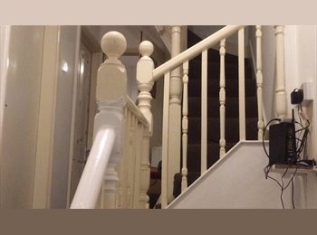 EasyRoommate UK - Town house in the heart of walsall. - Walsall, Walsall - £325 pcm