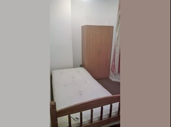 Large Single room in near Hounslow Brithis Rail