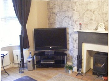 EasyRoommate UK - Easy access to Central London/ Heathrow/M25 - Chertsey, North Surrey - £600 pcm