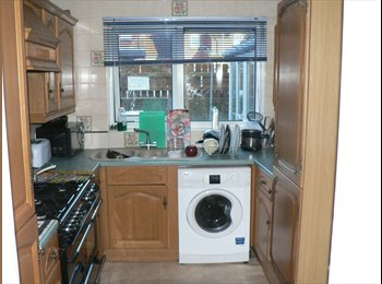 2 X Double Room close to Station &Uni (NO COUPLES)