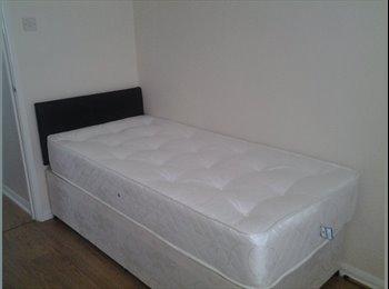 EasyRoommate UK - Single room. All bills included !!! - Middleton, Manchester - £325 pcm
