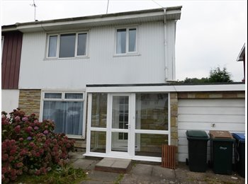 EasyRoommate UK - Post grad house walking distance from warwick uni - Canley, Coventry - £300 pcm