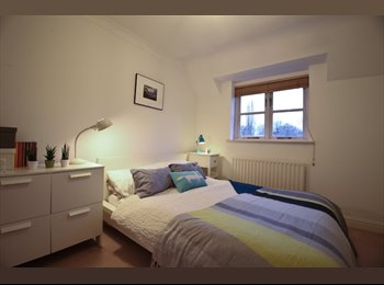 Large Double Room with En Suite Bathroom