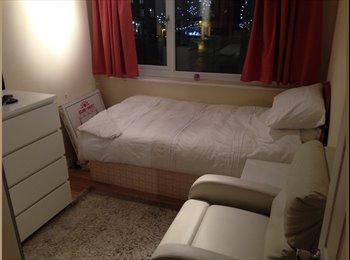 EasyRoommate UK - Accommodation clean and Tidy - Rainham, Gillingham - £295 pcm