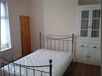 EasyRoommate UK - Refurbished Property Close To Hospital & Town - Gillingham, Gillingham - £415 pcm