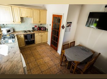 EasyRoommate UK - lovely double room w/ view over garden: JULY 2015 - Bath, Bath and NE Somerset - £425 pcm