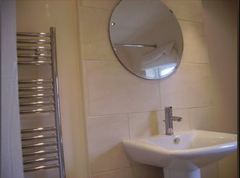 Spacious Single Room Fully Furnished in Modern HMO