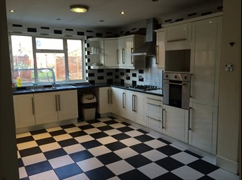 EasyRoommate UK - Large Double Rooms in Modern House - Ilford, London - £650 pcm