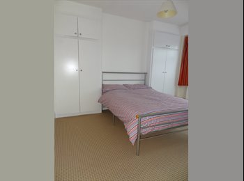 EasyRoommate UK - Spacious, room in ISLEWORTH- shared house. - Isleworth, London - £500 pcm