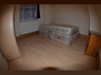 TWO DOUBLE BED ROOMS IN 2. BED FLAT IN WHITECHAPEL
