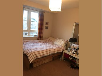 Double bedroom for rent in a bright, spacious flat