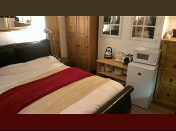 EasyRoommate UK - Lovey double bedrooms available in  friendly house - Cathays, Cardiff - £300 pcm