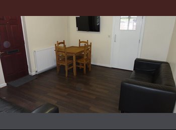 EasyRoommate UK - 2 bedrooms to rent in 7 bed house, CV1 - Gosford Green, Coventry - £380 pcm