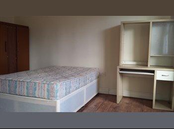 2 double bedroom flat to rent in Wren Street, CV2
