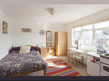 EasyRoommate UK - Fantastic large double ensuites in great house - Portswood, Southampton - £435 pcm