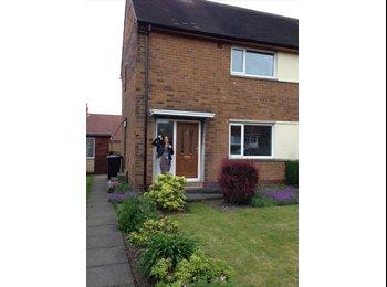 EasyRoommate UK - Modern, clean, female professional houseshare. £400pcm, all bills invluded - Morley, Leeds - £400 pcm