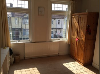 EasyRoommate UK - Double furnished Room available to rent  - Dagenham, London - £525 pcm