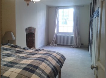 EasyRoommate UK - Spacious house in central Canterbury - Canterbury, Canterbury - £500 pcm