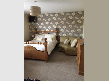 EasyRoommate UK - Fantastic large double room with en-suite - Newbury, Newbury - £500 pcm