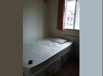 EasyRoommate UK - Large Double Room Near Richo Arena - Longford, Coventry - £350 pcm