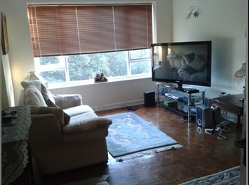 Single room in flat share close to Poole town