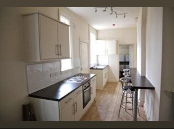 EasyRoommate UK - NO FEES-DELUXE ensuite rooms in professional share - Harborne, Birmingham - £450 pcm