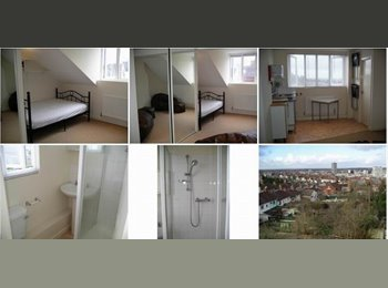 EasyRoommate UK - Outstanding Victorian House Share in Old Town - Swindon Town Centre, Swindon - £400 pcm