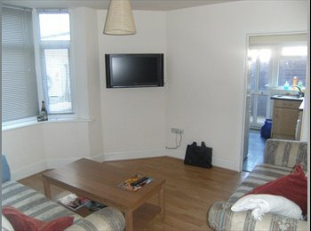 EasyRoommate UK - DOUBLE ROOM AVAILABLE ON WINTON HIGH STREET. - Winton, Bournemouth - £340 pcm