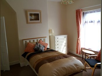 EasyRoommate UK - Home from home - Newton Heath, Manchester - £400 pcm
