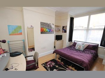 EasyRoommate UK - Large house with 6 double bedrooms - St John's, Worcester - £389 pcm