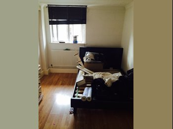 EasyRoommate UK - 2 rooms in 3 bed house share  - Clayhill, London - £500 pcm