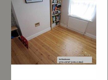 EasyRoommate UK - Modern, friendly house looking for a housemate - Royal Leamington Spa, Leamington Spa - £300 pcm