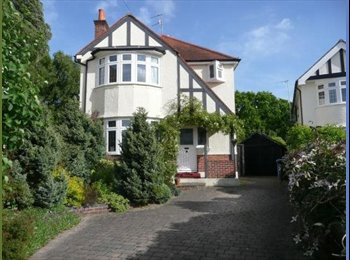 DOUBLE ROOM TO RENT IN POOLE LARGE HOUSE
