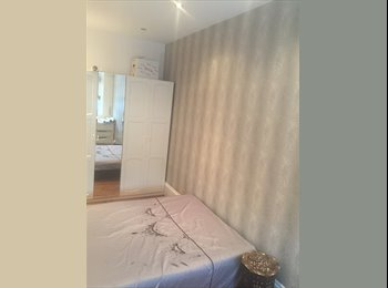 large single room to let in family home